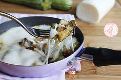 Le zucchine filanti in padella sono una ricetta facile veloce e cremosissima che potete preparare come secondo leggero o come contorno gustosissimo.