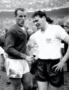 John Charles( Leeds & Wales) and Bobby Robson (Newcastle, Fulham & England). Sir Bobby Robson is one of only a few Englishmen to Play for and also Manage England's National Team. Pure Football, Football Icon, Retro Football, Vintage Football, Welsh Football, England Football Players, England Players, John Charles, Soccer World