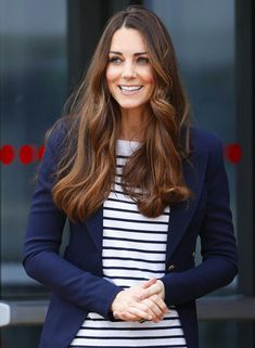 For a while now I've been wanting a navy blazer like Kate Middleton wore in the photo below. I love the classic styling of the blazer paired with a simple striped shirt underneath. And since I've got the ability to sew for myself (and I got to be part of the Sew Yourself Some Love …Read more...