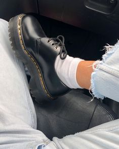 Doc Martens Style, Doc Martens Outfit, Doc Martens Oxfords, Dr. Martens, Aesthetic Shoes, Aesthetic Clothes, Aesthetic Girl, Aesthetic Grunge, Estilo Doc Martens