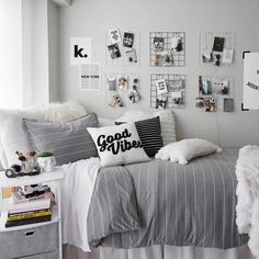 Zimmer deko ideen A Study of Furniture Elements For Smaller Bedrooms When we enter any bedroom the f Cool Dorm Rooms, Cool Teen Bedrooms, Teen Rooms, College Dorm Rooms, Dorm Room Designs, Bedroom Designs, Room Ideas Bedroom, Cozy Bedroom, Bedroom Decor Pictures