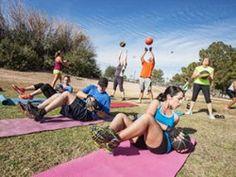 Trainingseinheiten auf dem Trimm-dich-Pfad, im Bootcamp oder auf der Finnenbahn bieten Abwechslung für Körper und Geist: Bootcamps & Co.: Spaß und Action in der Natur  http://eatsmarter.de/blogs/ingo-froboese/bootcamps