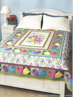 Love of quilting 04 by Antonique Turman - issuu. Panel Quilts, Quilt Blocks, Bed Cover Design, Patchwork Quilt Patterns, Flower Quilts, Bed Covers, Bed Spreads, Quilting Designs, Sewing Hacks