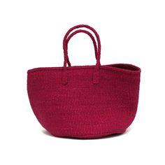 とても丈夫なことからロープなどに使用されるサイザル(リュウゼツラン科の植物)で作られたかごバッグ。部屋で見せる収納に使っていただくこともできます。
