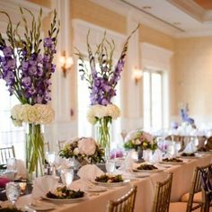 affordable wedding flowers can transform wedding day to an awe-inspiring one with a budget. Here are 15 flowers to get started and some useful tips to save money on wedding flowers. Gladiolus Centerpiece, Gladiolus Arrangements, Wedding Flower Arrangements, Wedding Table Centerpieces, Diy Wedding Decorations, Table Arrangements, Country Wedding Flowers, Bright Wedding Flowers, Romantic Wedding Flowers
