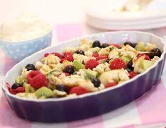 Lun fruktsalat med marsipan | FRUKT.no Fruit Salad, Food, Meal, Eten, Fruit Salads, Meals