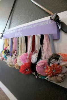 Anuncios           Los moños y diademas de tu peque pueden ser almacenada de forma ordenada y divertida. Basta con elaborar creativos org...