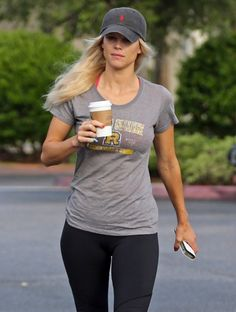 Elin Nordegren was spotted grabbing a coffee in Florida on Tuesday Elin Nordegren, Morning Gym, Trying To Lose Weight, Hollywood Celebrities, Emma Watson, Get Dressed, Yoga Pants, Fitness Motivation, Health Fitness
