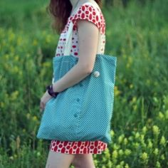 This eco friendly bag is made from an old shirt. It is easy to make yourself!