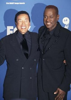 Luther Vandross with Smokey Robinson at the 2000 NAACP Awards Music Icon, Soul Music, Nova Jersey, Smokey Robinson, Luther Vandross, Vintage Black Glamour, Soul Singers, Old School Music, Cinema