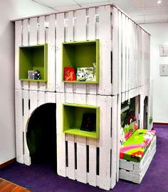 Kid's Play house from Upcycled Pallets