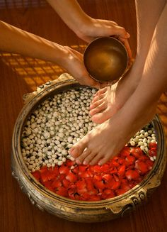 Pamper yourself to a foot massage at ITC Mughal, Agra Massage Room, Foot Massage, Massage Art, Massage Tips, Ayurveda, Spas, Sala Indiana, Wellness Spa, Luxury Spa