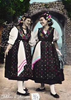 Friuli Hello all, today I will speak about the costumes of the Friuli people, also called the Furlan. This is the thir. Northern Italy Map, Local Festivals, Look Older, Folk Dance, Folk Costume, Shades Of Green, Traditional Outfits, Milan, Women Wear