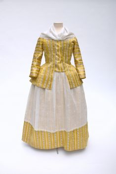 fripperiesandfobs:Caraco and petticoat ca. 1790 From the Modemuseum Hasselt