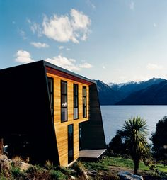 Unlike the rest of New Zealand, which is temperate, Queenstown has some of the country's greatest temperature extremes. To accommodate, the architect for this home relied on a combination of concrete floors, recycled wool batting, double-glazed windows, solar panels, and a boiler fueld by wood pellets that pump hot water to warm the floors as needed.