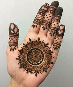 Image may contain: 2 people Circle Mehndi Designs, Round Mehndi Design, Henna Tattoo Designs Simple, Mehndi Designs Book, Indian Mehndi Designs, Stylish Mehndi Designs, Mehndi Designs For Girls, Mehndi Designs For Beginners, Mehndi Design Photos