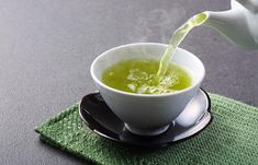 Green tea is loaded with nutrients and plant compounds that can have positive health effects. It contains powerful antioxidants called catechins, which can help protect against cancer. Home Remedies, Natural Remedies, Tea Recipes, Healthy Recipes, Green Tea Benefits, Detox Your Body, Fat Loss Diet, Fat Burning Foods, Calories