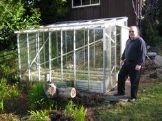 This was my 'first' greenhouse, about to be disassembled (with Brian's help) and transported to my place.  Never did get reassembled, though ...