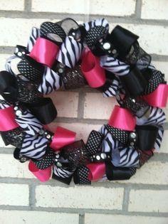 Zebra wreath. Yep, I need to make this.