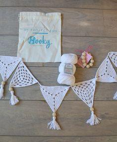 Gehaakte vlaggetjes - Miss Hooky Bunting Pattern, Crochet Bunting, Crochet Garland, Crochet Motifs, Crochet Patterns, Crochet Home, Crochet Yarn, Free Crochet, Crochet Wall Hangings