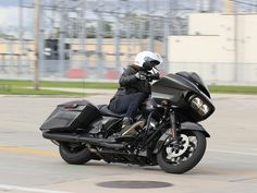 Harley-Davidson's 2019 Touring Line Doesn't Mess With A Good Thing Female Motorcycle Riders, Blue Motorcycle, Motorcycle Garage, Harley Davidson Pictures, Harley Davidson Street Glide, Harley Davidson Motorcycles, Bike Pic, Bike Photo, Ironhead Sportster