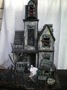 the holbrook horror house - by Haunted Construction Company. Love the vertical siding on the house. Halloween Prop, Halloween Town, Theme Halloween, Halloween Haunted Houses, Halloween Gifts, Holidays Halloween, Halloween Decorations, Haunted House Cake, Halloween Village Display