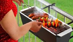 Must-Have Grilling Gadgets Astor Wohnideen - BBQ Bruce Handrail Grill - Great idea for a small terrace space.Astor Wohnideen - BBQ Bruce Handrail Grill - Great idea for a small terrace space. Mini Barbecue, Balkon Design, Apartment Living, European Apartment, Studio Apartment, Small Spaces, Sweet Home, Cool Stuff, Bbq Grill