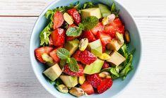 Σαλάτα με φράουλες, αβοκάντο και φιστίκι Αιγίνης