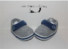 Chaussons, chaussures bébé tricotés main, style crocs, grises et bleues, 0-3 mois #chatsmaillerient