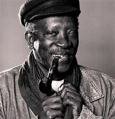 Усман Сембен (Ousmane Sembene) - сенегальский кинорежиссёр, сценарист, актёр, писатель и общественный деятель-коммунист. Писал на французском языке и языке волоф. Считается одним из важнейших африканских писателей и «отцом африканского кинематографа».