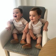 Most moms, especially new ones, tend to buy all sorts of baby supplies, which are often complicated and expensive. But the truth is, you will only need very little essentials. Cute Baby Twins, Twin Baby Boys, Twin Babies, Baby Love, Baby Kids, Cute Kids Photos, Cute Baby Pictures, Mode Instagram, Mom Dad Baby