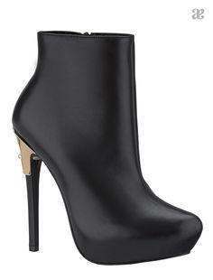 Negro, el color de la elegancia. Botines #fashion #femenina