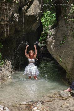 Lively couple & lovely wedding photos Waterfalls Nidri #Lefkas #Ionian #Greece #wedding #weddingdestination #bride Eikona Lefkada Stavraka Kritikos