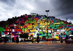 Уличные художники Germen Crew, по приглашению властей мексиканского города Пальмитас,  раскрасили фасады зданий  общей площадью 20000кв.м всеми цветами радуги.