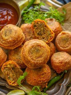 Tamarind Chutney, Green Chutney, Coconut Chutney, Aloo Bonda, Dahi Puri, Bread Pakora, Crispy Chickpeas, Crispy Onions, Chaat Masala