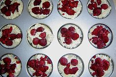 Raspberry Muffins with sour cream (in German)