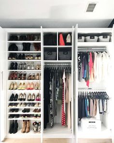Walk In Closet Shoe Storage Luxury Closet Storage Ideas – Lgdisplay Small Walk In Wardrobe, Walk In Closet Design, Bedroom Closet Design, Small Closets, Dream Closets, Closet Designs, Closet Colors, Closet Layout, Walk In Closet Dimensions