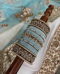 Antique Jewellery Designs, Fancy Jewellery, Indian Jewellery Design, Stylish Jewelry, Diamond Jewellery, Pakistani Bridal Jewelry, Indian Bridal Jewelry Sets, Bridal Bangles, Thread Bangles Design