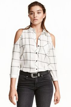 Gently flared blouse in woven viscose with cut-out sections at shoulders, long sleeves, buttons at front, and one chest pocket. Casual Outfits, Cute Outfits, Fashion Outfits, Womens Fashion, Diy Clothes, Clothes For Women, Diy Vetement, Refashioning, Shoulder Shirts