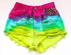 Love these shorts! Tie-dye denim :D Ripped Shorts, Denim Cutoffs, Distressed Denim Shorts, High Waisted Shorts, Levi Shorts, Short Shorts, Waisted Denim, Short Jeans, White Shorts