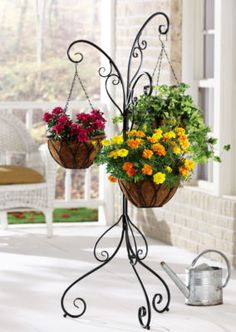 Hanging flower baskets (Garden centers and outdoor decoration stores always have them) Más Plants For Hanging Baskets, Basket Planters, Hanging Planters, Wrought Iron Decor, Iron Furniture, Patio Plants, Flower Stands, Plant Hanger, Container Gardening