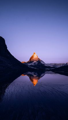 Fascinating Facts About the Matterhorn Mountain in Zermatt Zermatt, Mountain Wallpaper, Nature Wallpaper, Mobile Wallpaper, Sunset Wallpaper, Wallpaper Art, Apple Wallpaper, Iphone Wallpaper Totoro, Urban Landscape