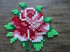 Herzerfreutes: Sommer Rose aus Bügelperlen