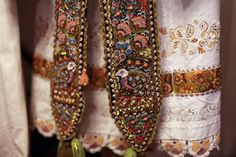 Image result for porturi populare brauri Friendship Bracelets, Costumes, Traditional, Jewelry, Romania, Virginia, Blouse, Image, Fashion