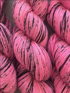Le chouchou de ma boutique https://www.etsy.com/fr/listing/475156813/rose-fuschia-avec-des-touches-noires