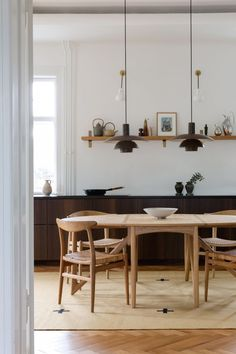 Dining Room Inspiration, Interior Inspiration, Minimalist Dining Room, Beautiful Dining Rooms, Design Furniture, Dining Room Design, Interiores Design, Home Renovation, Kitchen Interior