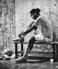 Ronaldinho the one player that no matter what was always smiling on the field ! He is the one and only true Joga Bonita King DOUBLE TAP IF YOU AGREE Football Love, Football Is Life, Football Art, Sport Football, Neymar, Mbappe Psg, Street Football, Soccer Art, Messi Soccer