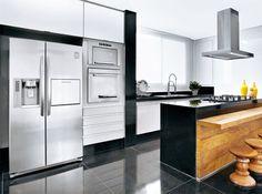 Cozinha preta e cromada