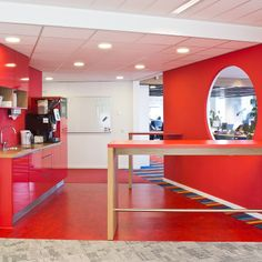 Red pantry - Office headquarters QuintiQ,'s-Hertogenbosch  (foto: Yvonne de Hont)