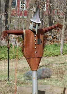 Scarecrow Pictures: Wizard of Oz theme: a scarecrow who doubles as the Tin Man! Garden Crafts, Garden Projects, Garden Art, Glass Garden, Metal Yard Art, Metal Art, Scarecrow Party, Scarecrow Ideas, Scarecrow Pictures